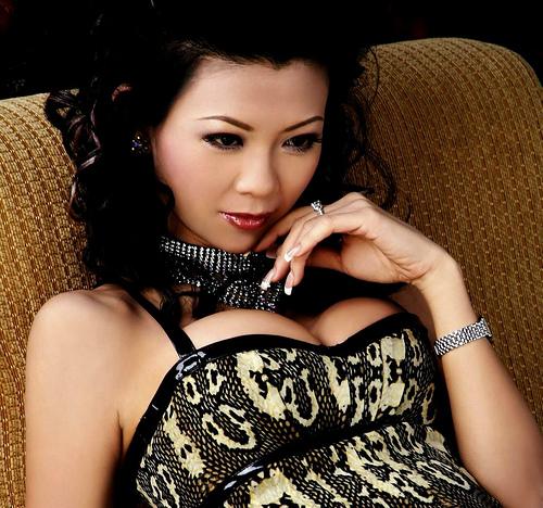Liz Lieu Poker Player