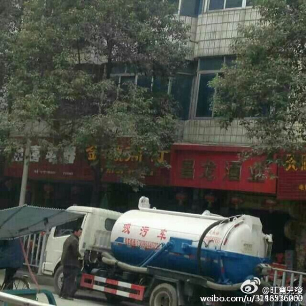 china-guangxi-fecal-excrement-truck-tanker-explodes-covering-bystanders-pedestrians-03