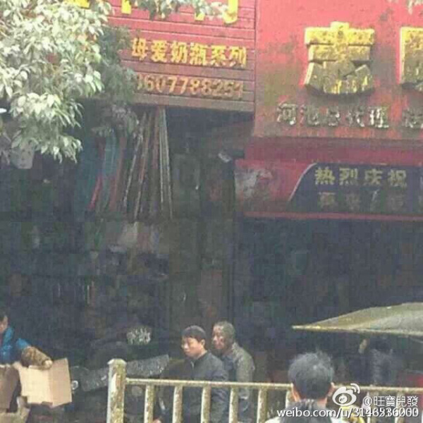 china-guangxi-fecal-excrement-truck-tanker-explodes-covering-bystanders-pedestrians-05