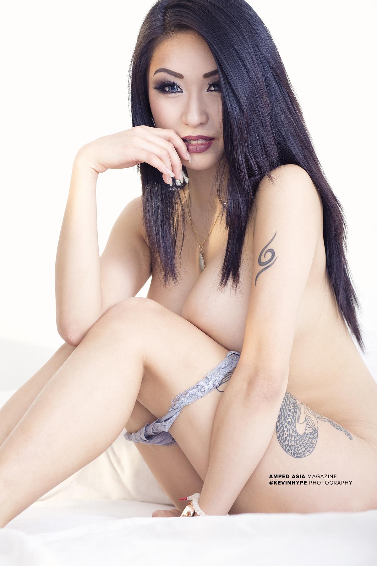 Nackte Galeriebilder von Tila Nguyen