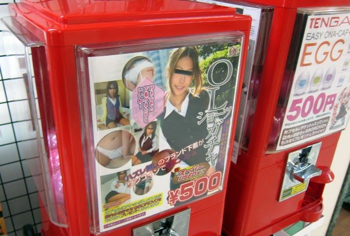 110827_nakano_broadway_otaku_tokyo_shops_anime_vinyl_toys_7