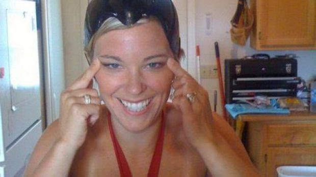 Kate-Gosselin-Explains-Racist-Leaked-Photo-in-Which-She-Does-the-Slant-Eyes