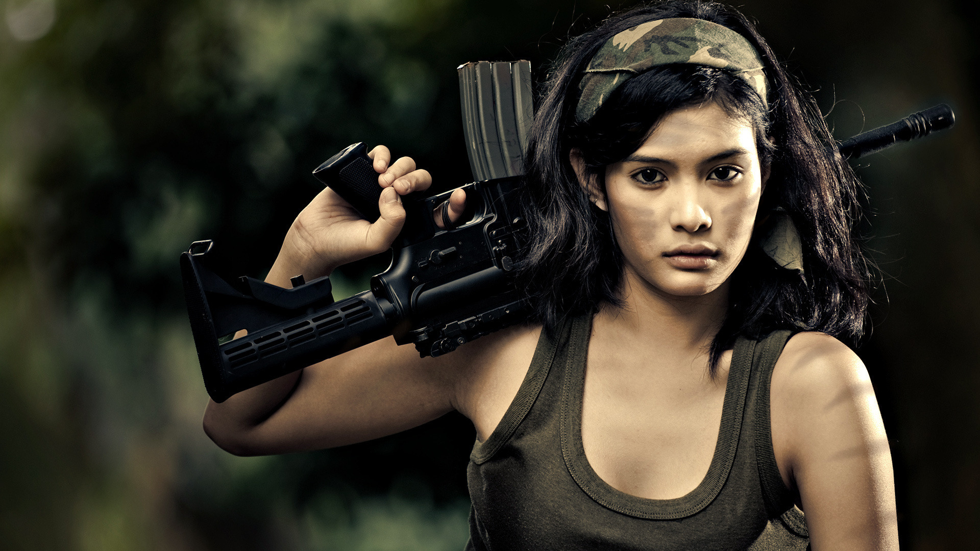 07-Women-With-Gun-Asian-Girl-Hottie