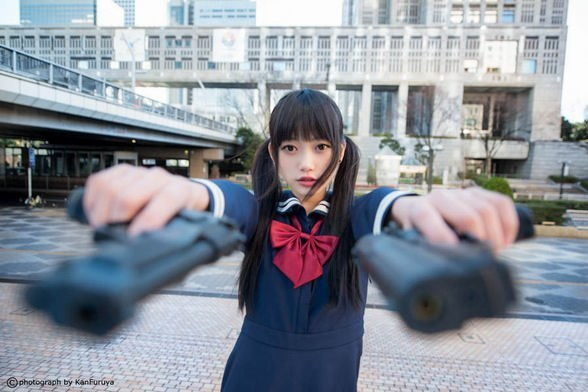 Japanese-Cute-Girl-with-Gun