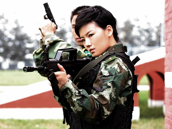 brunettes women guns army china asians camouflage weapon 1024x768 wallpaper_www.wallpaperhi.com_64