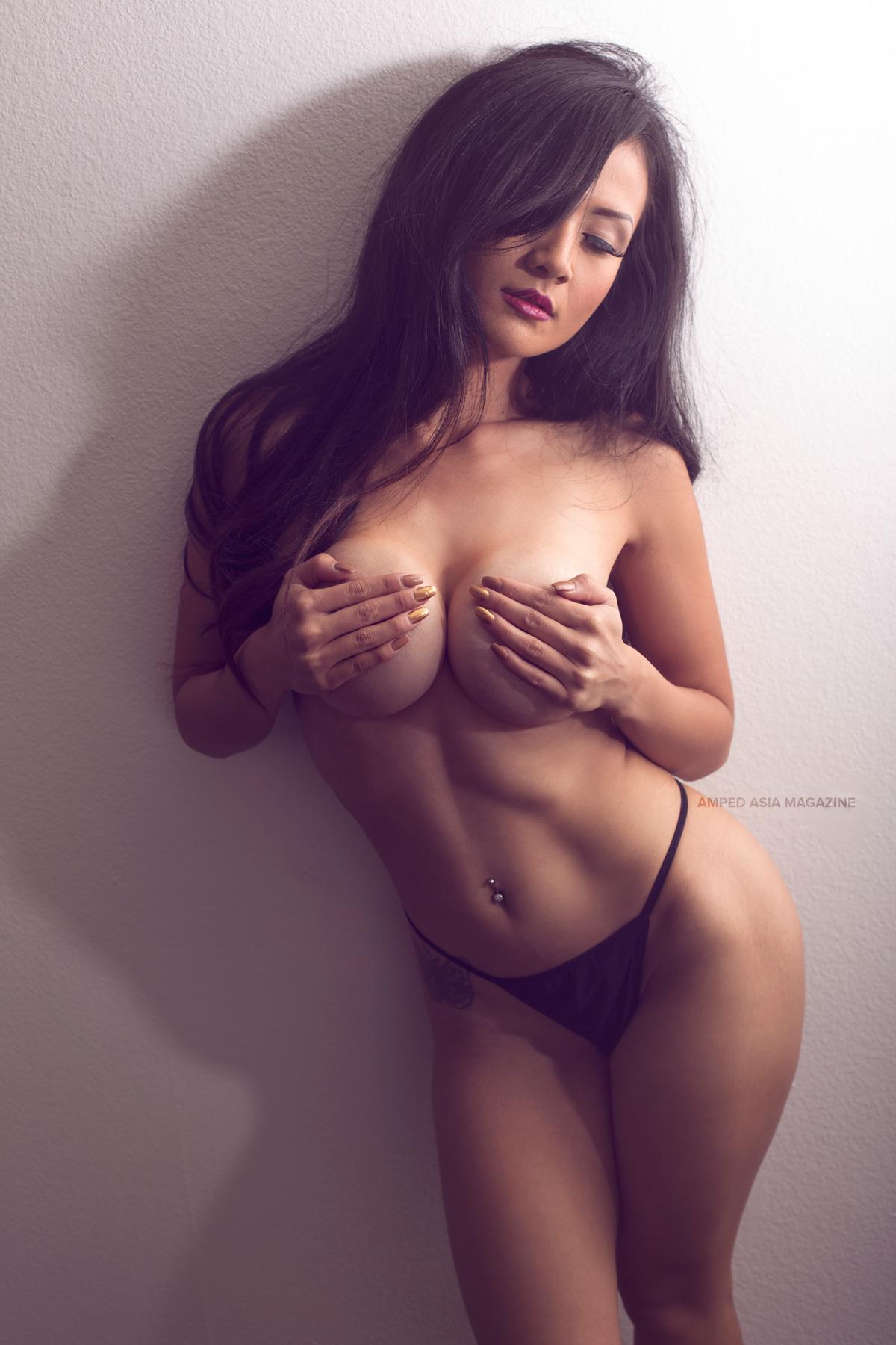 Asian pretty girl blowing a cock in pov