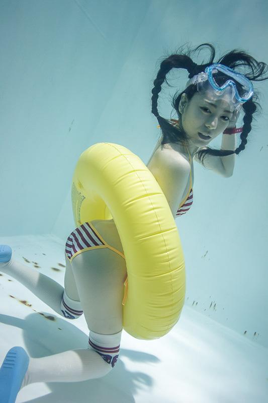 suichu-niso-underwater-knee-high-socks-divers-photography-manabu-koga-12