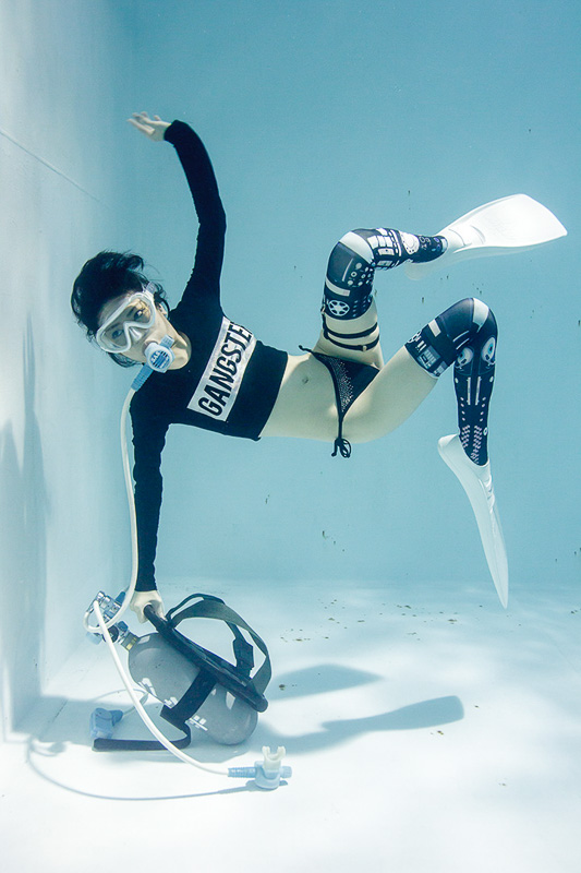 suichu-niso-underwater-knee-high-socks-divers-photography-manabu-koga-3