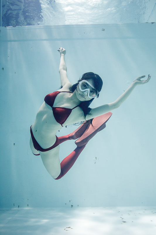 suichu-niso-underwater-knee-high-socks-divers-photography-manabu-koga-4