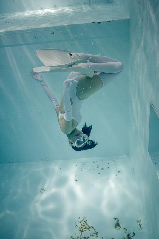 suichu-niso-underwater-knee-high-socks-divers-photography-manabu-koga-7