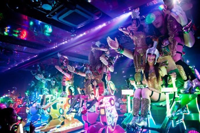 tokyo-sexy-robot-restaurant-woe3-690x460
