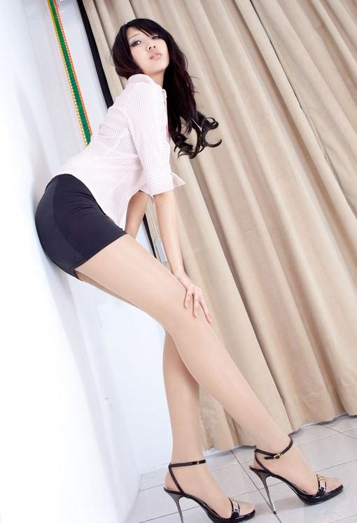 10669-Cute+asian+girl+face+legs+high