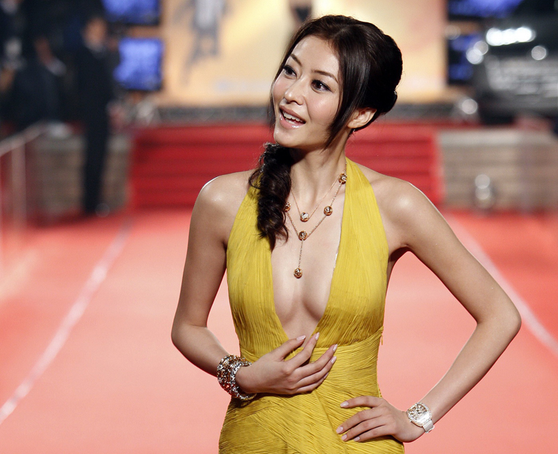 Actress and model Lynn Xiong Dai Ling of China poses for photographers on the red carpet at the 46th Golden Horse Awards in Banciao, Taipei County, Taiwan