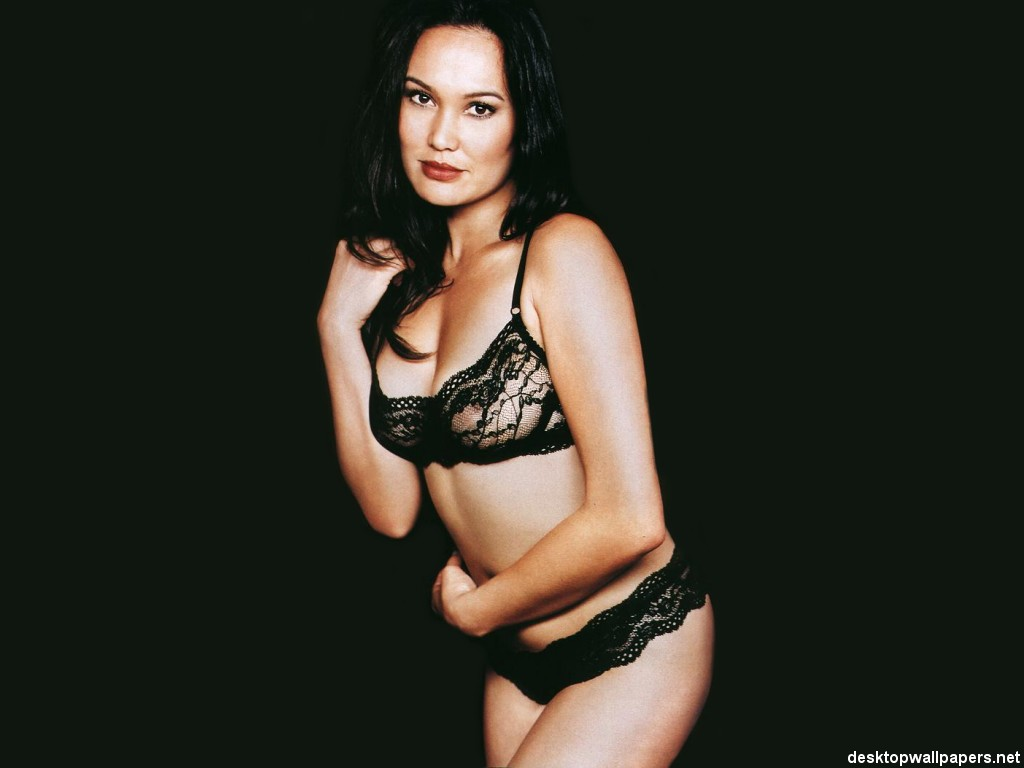 tia-carrere-young-sexy-naked