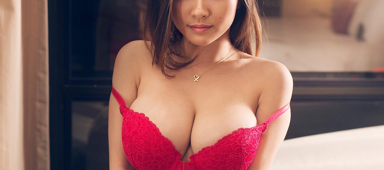elle macpherson new playboy pics nude